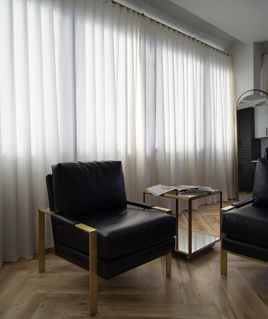 Sideview photo of model kneeling down looking at camera